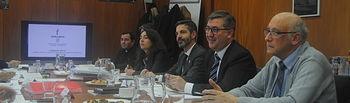 Marcial Marín y el delegado de los Obispos en Castilla-La Mancha, Antonio Algora, durante un receso de la reunión de la Comisión Mixta entre la Junta de Comunidades de Castilla-La Mancha y la Iglesia Católica
