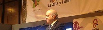 """El ministro del Interior presenta en Fitur """"Huellas de Teresa de Jesús"""", una ruta turística para promocionar la Marca España. Foto: Ministerio del Interior"""