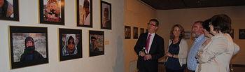 Marín visita exposición sobre Siria.. Foto: JCCM.