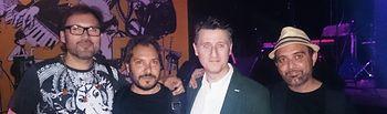 Soriano asistió al concierto benéfico que el grupo realizó en la Sala Clandestino de la capital.