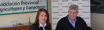 Convenio entre Liberbank y APAG para facilitar los trámites de la PAC a agricultores y ganaderos de Guadalajara.