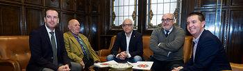 Una representación de académicos de la Academia de Gastronomía de Castilla-La Mancha visita al presidente de la Diputación de Albacete, Santiago Cabañero. Foto: Manuel Lozano García / La Cerca