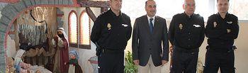 El delegado del Gobierno en Castilla-La Mancha, José Julián Gregorio, visita el Belén de la Jefatura Superior de Policía