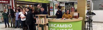 'A pleno Sol' el punto de información y biblioteca solidaria del Mercado de Villacerra.