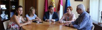 Reunión de Manuel Serrano con la secretaria provincial del sindicato