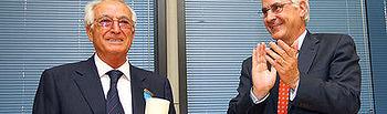 """Barreda entrega la Medalla de Oro al Mérito en el Trabajo al empresario Ángel Rodríguez Losa, fundador de ANRO, al que puso como ejemplo de los """"luchadores imprescindibles"""" que, dijo, toda sociedad necesita"""