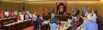 Minuto de silencio por parte de todos los concejales y el público asistente al Salón de Plenos del Ayuntamiento de Albacete en señal de respeto al recientemente fallecido matador de toros albaceteño, Dámaso González