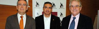 De izqda a dcha: Pedro Carrión, Manuel Ortiz y Santos Juliá