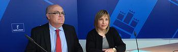 Fotografía de la rueda de prensa del delegado de la Junta en Albacete, Pedro Antonio Ruiz Santos y la directora provincial de Fomento, Amparo Torres.