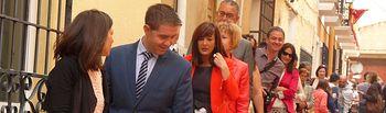 El presidente de la Diputación de Albacete asiste a la fiesta de las alfombras de serrín de Elche de la Sierra