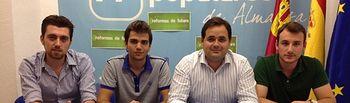Francisco Núñez, con NNGG de Almansa.