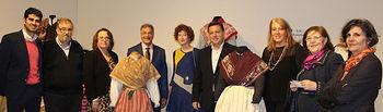 El alcalde agradece al Grupo 'Abuela Santa Ana' el trabajo realizado para mostrar la evolución de la indumentaria antigua de los albaceteños a través de su exposición 'El vestir en Albacete'