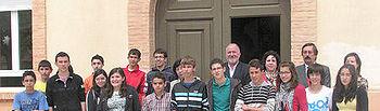 Montalvo en Caudete con el grupo de escolares premiados en la fase regional del concurso Consumópolis 6