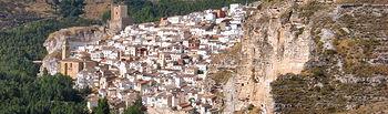 Vista de la localidad de Alcalá del Júcar (Albacete) donde se puede apreciar su castillo.