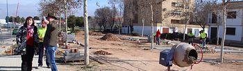 La Alcaldesa y el Concejal de obras visitaron las obras del parque lineal.