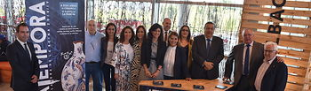 La consejera de Fomento visita la Feria de Artesanía de Castilla-La Mancha.