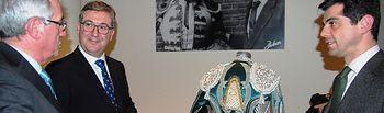 """Marcial Marín inaugura la exposición """"Pasado, Presente y Futuro. El arte y la cultura en el vestido de luces"""" (1). Foto: JCCM."""
