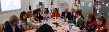 Aurelia Sánchez  visita la Sede de Cruz Roja en Almansa.