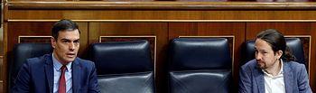El presidente del Gobierno, Pedro Sánchez (i), y el vicepresidente segundo, Pablo Iglesias (d), durante el pleno del Congreso celebrado este jueves para aprobar una nueva prórroga del estado de alarma. Foto: Europapress 2020