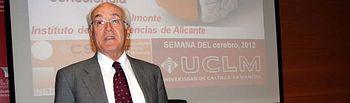 El investigador Carlos Belmonte, al inicio de la ponencia.
