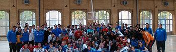Foto de grupo en el Polideportivo de la Fábrica de Armas.