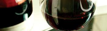La normativa española reconoce al vino como producto alimenticio.