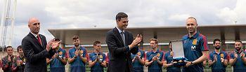 Sánchez entrega la Gran Cruz del Mérito Deportivo a Iniesta (3) - Pool Moncloa jM.Cuadrado