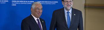 El presidente del Gobierno, Mariano Rajoy, con el primer ministro portugués, António Costa, en la Cumbre de Jefes de Estado y de Gobierno de Países del Sur de la Unión Europea