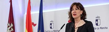La consejera de Igualdad y portavoz del Gobierno regional, Blanca Fernández, informa sobre los acuerdos del Consejo de Gobierno en rueda de prensa, en el Palacio de Fuensalida. (Foto: Álvaro Ruiz // JCCM).