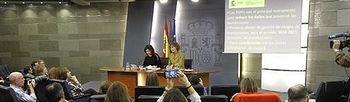 Soraya Sáenz de Santamaría e Isabel García Tejerina (Foto: Pool Moncloa)
