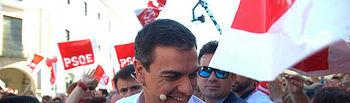 Pedro Sánchez llegando a lugar del acto