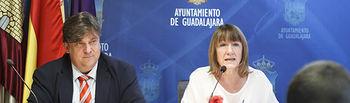 Comparecencia de María Angeles García y Fernando Parlorio para informar sobre asuntos aprobados por la Junta de Gobierno, ayudas a la educación y concurso fotográfico para turismo. Foto: ©JRopero