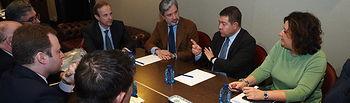 Reunión de Emiliano García-Page con representantes de la empresa Repetco en Albacete. Foto: Manuel Lozano Garcia / La Cerca