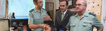 José Julián Gregorio durante su visita a la comandancia de la Guardia Civil de Albacete para conocer el funcionamiento del dispositivo Alertcops