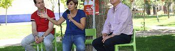 Isabel Rodríguez y José María Barreda en un encuentro intergeneracional celebrado en Herencia