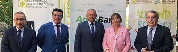 CaixaBank y Cooperativas Agro-alimentarias de Castilla-La Mancha renuevan su compromiso social en la región