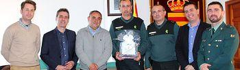 Villamalea ofrece una despedida sorpresa a su sargento de la Guardia Civil