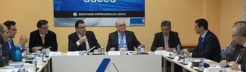 Fotografía del Desayuno Empresarial organizado por ADECA, con la participación del delegado de la Junta en Albacete, Pedro Antonio Ruiz Santos.