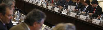 Asistentes a la reunión (Foto: EFE)