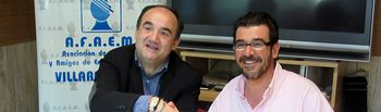 El vicepresidente de la Diputación de Albacete y alcalde de Villarrobledo, Valentín Bueno, y el presidente de la Asociación de Familiares y Amigos de Enfermos Mentales (AFAEM), Francisco Noblejas