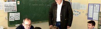 Alberto González visita el CEIP Graciano Atienza.