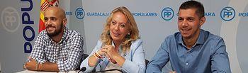 Los concejales del PP de Azuqueca, en rueda de prensa haciendo balance de los 100 días de gobierno municipal.