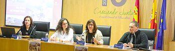 La directora gerente del SESCAM, Regina Leal, asiste a la inauguración de las I Jornadas Manchegas de Ventilación Mecánica no Invasiva en Servicios de Urgencias, en el salón de actos del Hospital General de Villarrobledo. (Foto: José Manuel Álvarez // SESCAM).