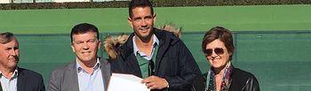 La Junta se suma al reconocimiento a Guillermo García López por su trayectoria profesional y por ser un referente en la promoción del tenis