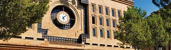 En 2010, gracias al II Fondo Estatal de Inversión Local, Albacete recibirá más de 18 millones de euros para la puesta en marcha de nuevos proyectos. Foto: Edificio del Ayuntamiento de Albacete.