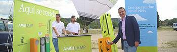 El consejero de Agricultura, Medio Ambiente y Desarrollo Rural, Francisco Martínez Arroyo, participa en la campaña 'Aquí se recicla', de sensibilización sobre el correcto reciclaje de los residuos de bombillas y lámparas, llevada a cabo por la Consejería en colaboración con la entidad sin ánimo de lucro 'Ambilamp'. (Foto: Álvaro Ruiz // JCCM)