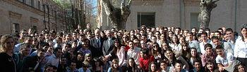 El rector y el seleccionador nacional de fútbol con alumnos y profesores de Ciencias del Deporte.