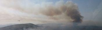 El Ministerio de Agricultura, Alimentación y Medio Ambiente amplía el dispositivo de extinción aéreo y terrestre que combate el incendio de Bolulla (Alicante). Foto: Ministerio de Agricultura, Alimentación y Medio Ambiente