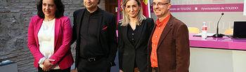 La vicerrectora y la alcaldesa con Pepe Rodríguez y Antonio Mateos en la presentación de las jornadas.