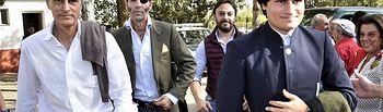 Adolfo Suárez Flores con su padre y Juan José Padilla, en el Festival de Povedilla de este domingo, 6 de octubre. - Foto Europa Press.